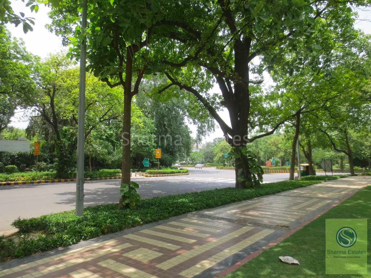 INDEPENDENT BUNGALOW FOR SALE PRITHVIRAJ ROAD LUTYENS DELHI | RESIDENTIAL HOUSE AT CENTRAL DELHI