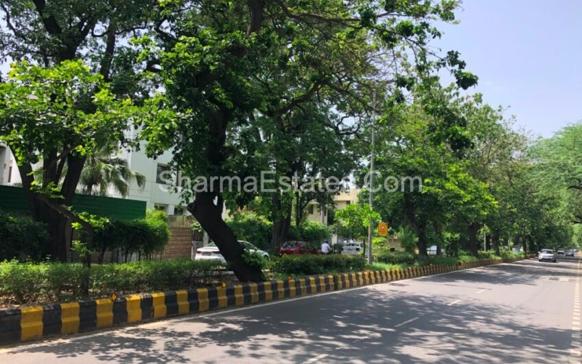 Independent House/ Villa For Rent in Golf Links, New Delhi | 7 BHK Residential Bungalow in Lutyen's Delhi